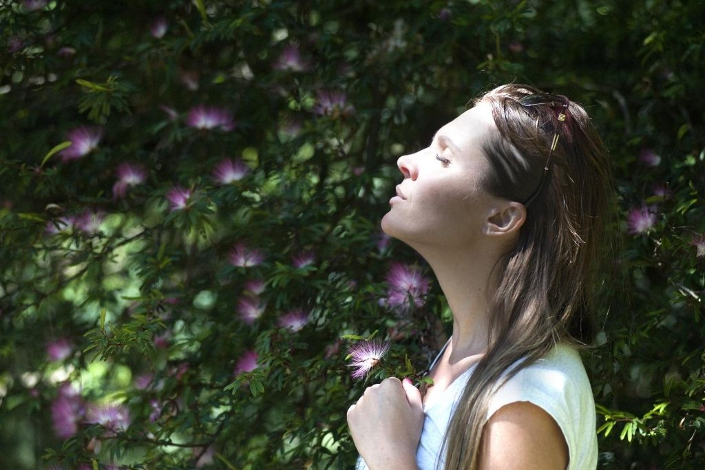 Clairvoyant person can slip into a daydream easily